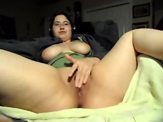 Esadora playing with her pussy while boyfriend is at work.