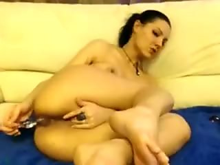 Hot web camera beauty starts really gentle with her rectal hole