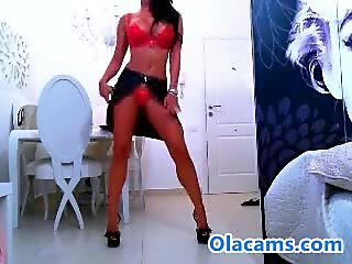 Sexy raven haired babe flash pussy on web