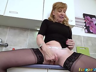 Tight MILF Pussy Spread on Webcam