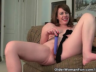 american cougar Tracy peels off her pantyhose and milks