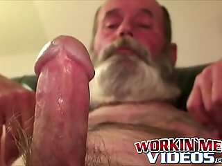 Hobo amateur grandpa jerking himself off with his huge beard