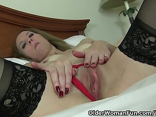 american cougar Lacy needs to touch one out