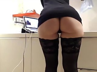 Hot girl chatting and showing phat ass