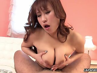 japanese huge-boobed bitch likes to kiss as she fucks