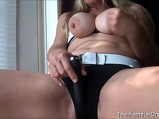 Mature MILFs Juicy Pussy and Clit Hopping Orgasm Closeup