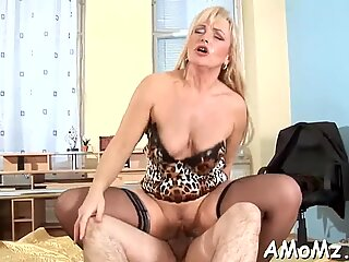 Pleasing mom in a thrilling act