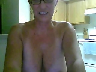 Croatian butch using her sex toy so she throws a webcam show