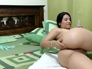 latin girl in www.watchfreesexcams.com sing and touches on cam